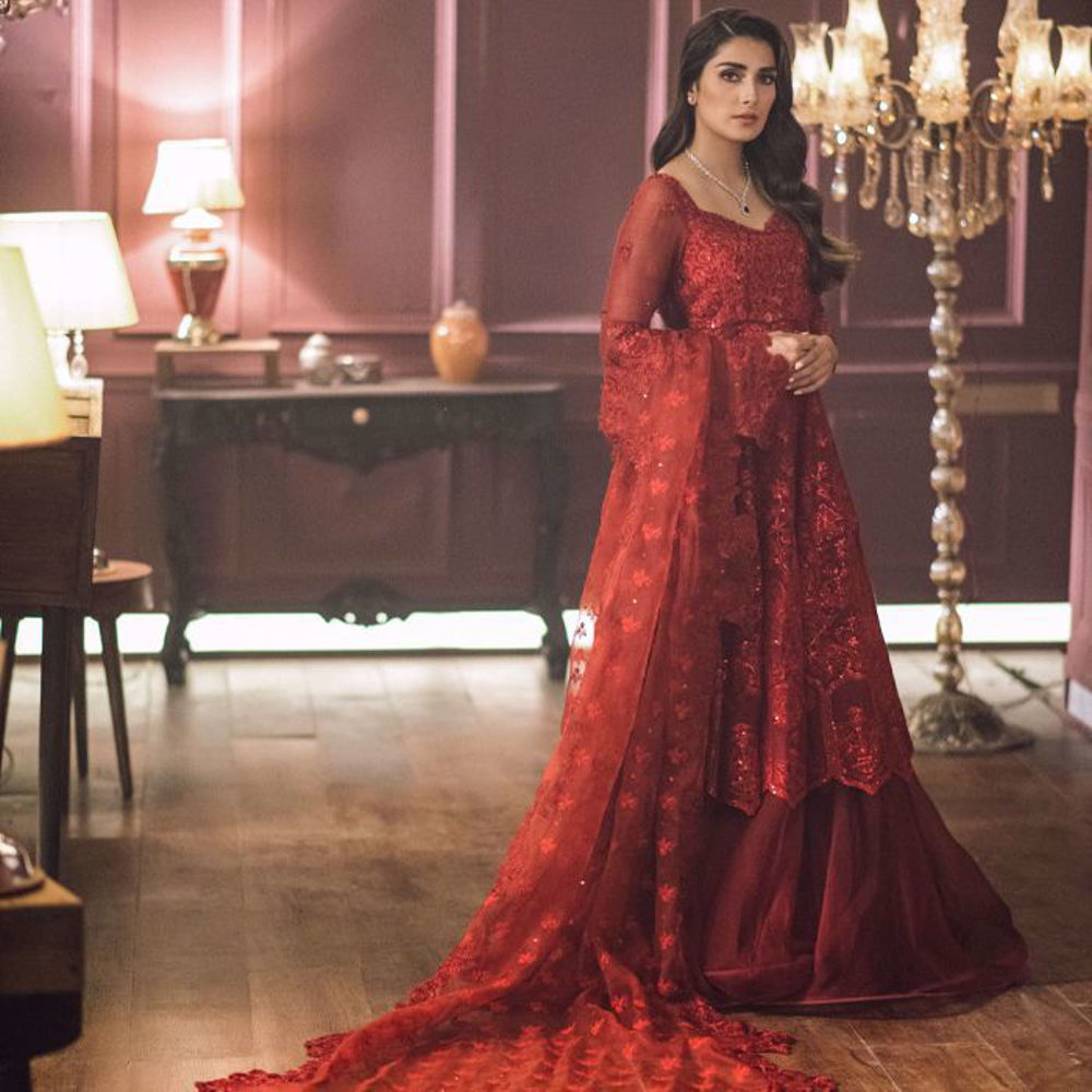 Picture of Completely blown away by our beautiful muse Ayeza Khan making a statement appearance in this Zainab Salman ensemble epitomising craftsmanship and sheer elegance.